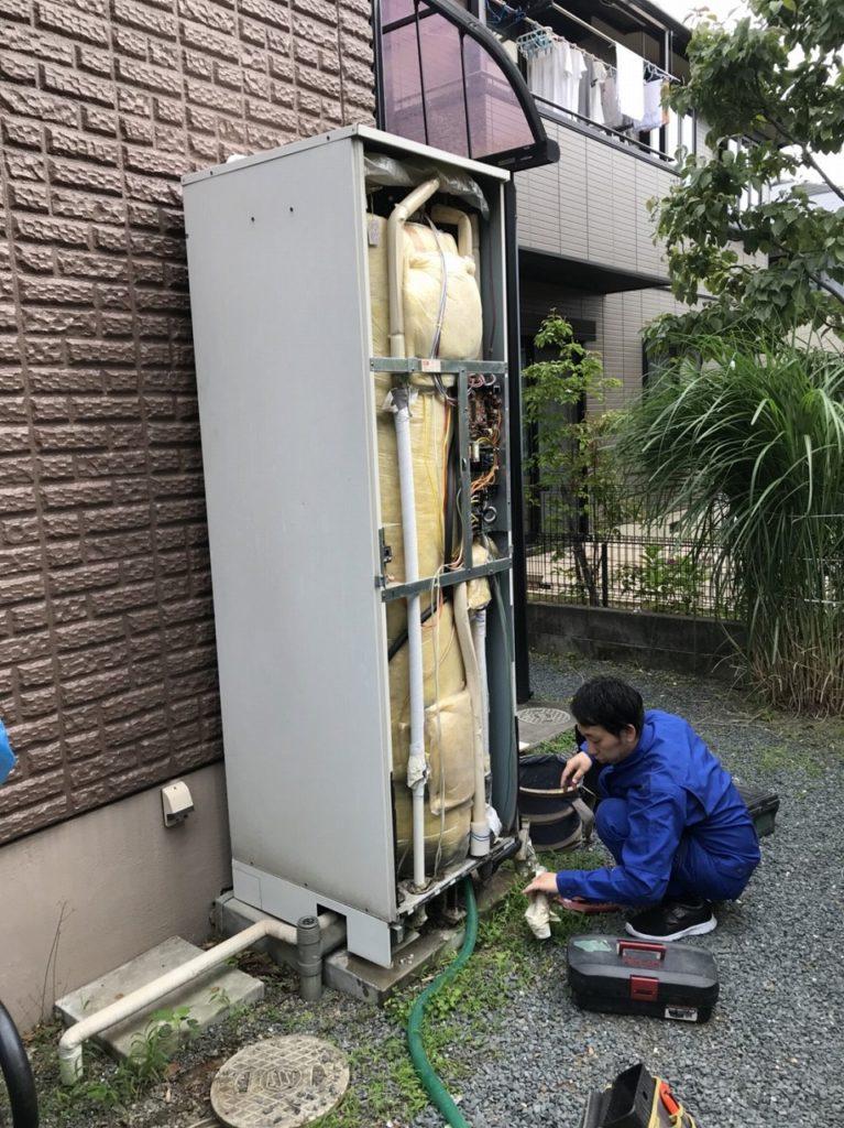 電気温水器の配管を取外し